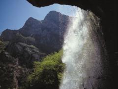 Una cascata e uno scorcio del Parco dei Monti Sibillini
