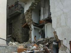 Uno dei tanti crolli dopo il terremoto del 24 agosto 2016