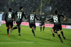 L'esultanza di Favilli e degli altri giocatori dell'Ascoli Picchio per la vittoria sull'Entella nel recupero di serie B