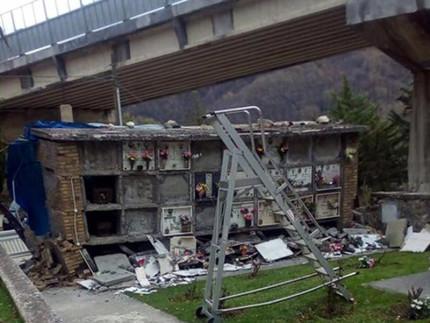 Il cimitero di Arquata del Tronto dopo il terremoto del 24 agosto e del 26-30 ottobre 2016