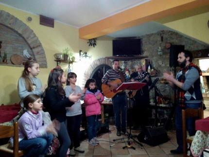 La festa per i bambini di Montegallo organizzata dalla pro loco per l'epifania