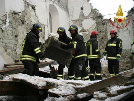 Un intervento dei Vigili del Fuoco ad Arquata del Tronto dopo il terremoto del 24 agosto e del 26-30 ottobre 2016