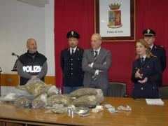 La conferenza stampa della Questura di Ascoli Piceno sugli arresti per spaccio di droga da Milano alla riviera