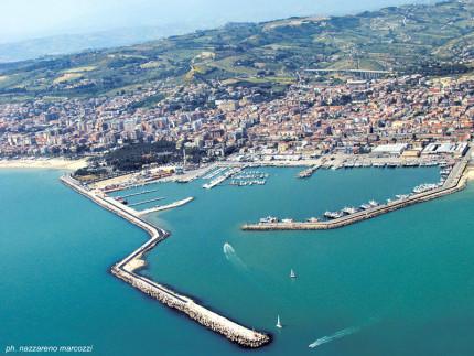 Il porto di San Benedetto del Tronto. Foto di Nazzareno Marcozzi