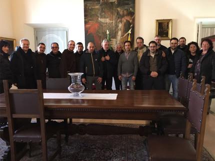 mons. Konrad Krajewski, dell'Elemosineria Apostolica, insieme agli agricoltori e produttori terremotati di Ascoli Piceno