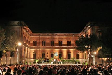 Il festival Cabaret, amoremio! al parco delle rimembranze di Grottammare