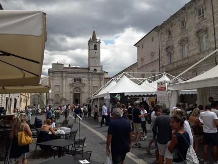 """Prosegue con successo ad Ascoli Piceno """"Ascoliva Festival"""", il festival dell'oliva ascolana"""
