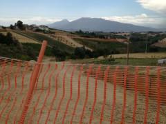 """Il percorso del metanodotto denominato """"Cellino-Teramo-San Marco 2° tronco"""" che parte da Teramo ed arriva a Sant'Elpidio a Mare tagliando in due la provincia di Ascoli Piceno"""
