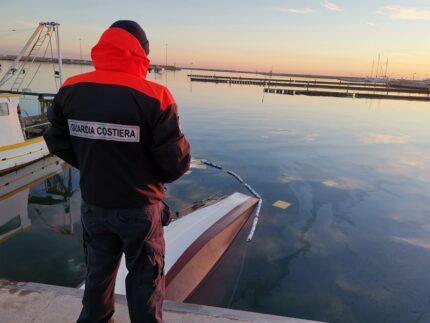 Peschereccio affondato nel porto di San Benedetto