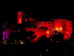 Centro storico di Monteprandone tinto di rosso