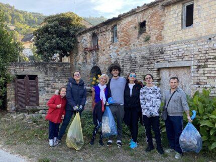 Tappa a Massignano per i volontari di Questione Natura